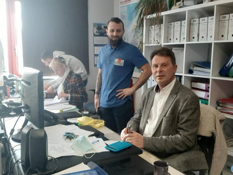 Francis Vercruysse et Tanguy Devaux à l'agence de Dunkerque